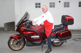 Eddie Tuit tries out the Pan for express deliveries
